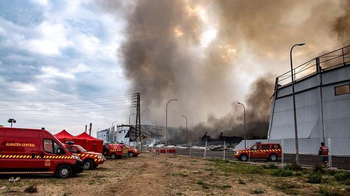 Los bomberos dan por controlado el incendio de las naves industriales en Seseña