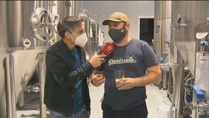 Fábricas madrileñas crean la cerveza solidaria '7 Estrellas' para paliar los efectos de la Covid en la hostelería