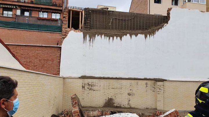 Dos obreros graves al caer siete metros y quedar sepultados bajo los escombros en Tetuán