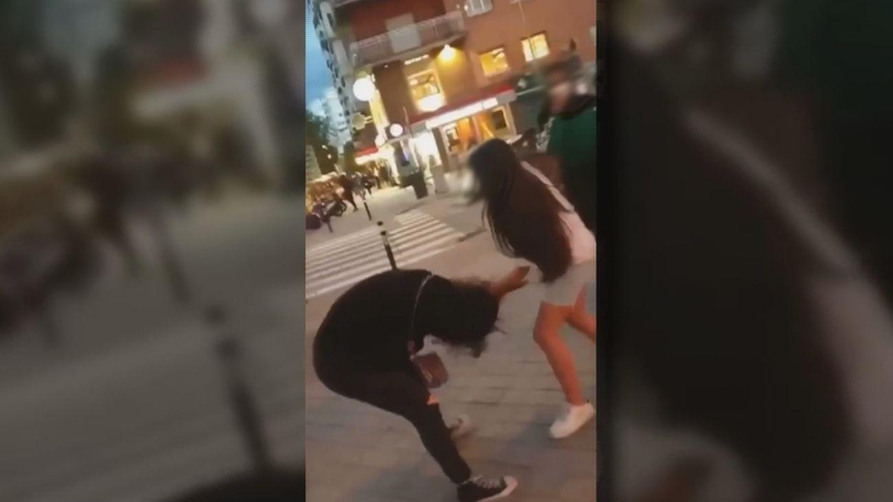 Una joven agrede a otra chica en plena vía pública en Chamartín