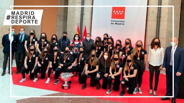 Ayuso recibe a las campeonas de las Copas de la Reina de voleibol, hockey hielo y hockey línea