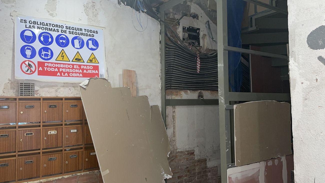 Vecinos de Ciudad Lineal denuncian una presunta estafa masiva de ascensores fantasma
