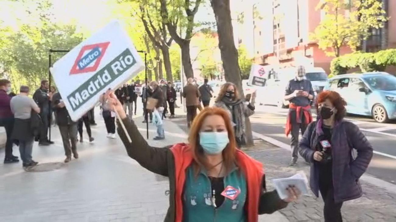 Vecinos de Carabanchel salen a la calle para reivindicar la prolongación de la línea 11 de Metro
