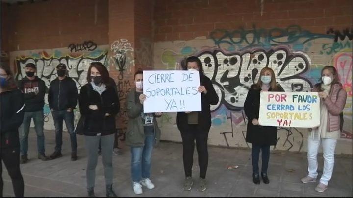 Los vecinos de Montecarmelo denuncian botellones y vandalismo en la zona