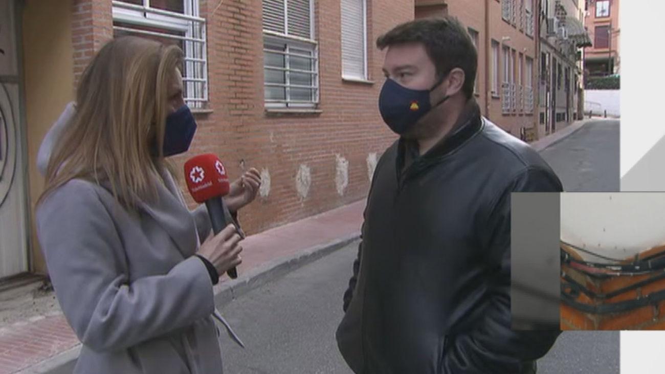 Olor nauseabundo y mosquitos por las aguas residuales que se filtran de un edificio okupado de San Sebastián de los Reyes