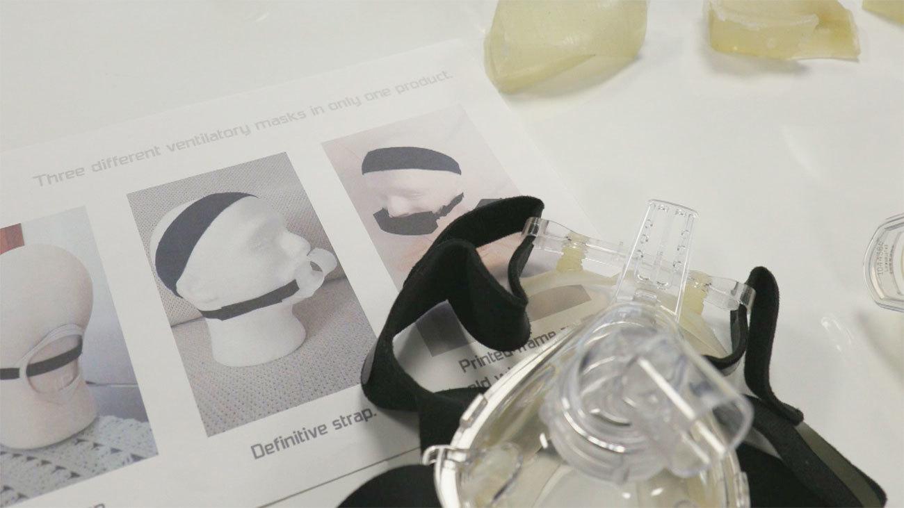 Dos jóvenes madrileñas, premiadas por su mascarilla ergonómica para los respiradores