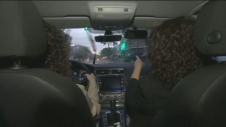 Alumnos y profesores de autoescuela denuncian retrasos de meses en los exámenes del carnet de conducir