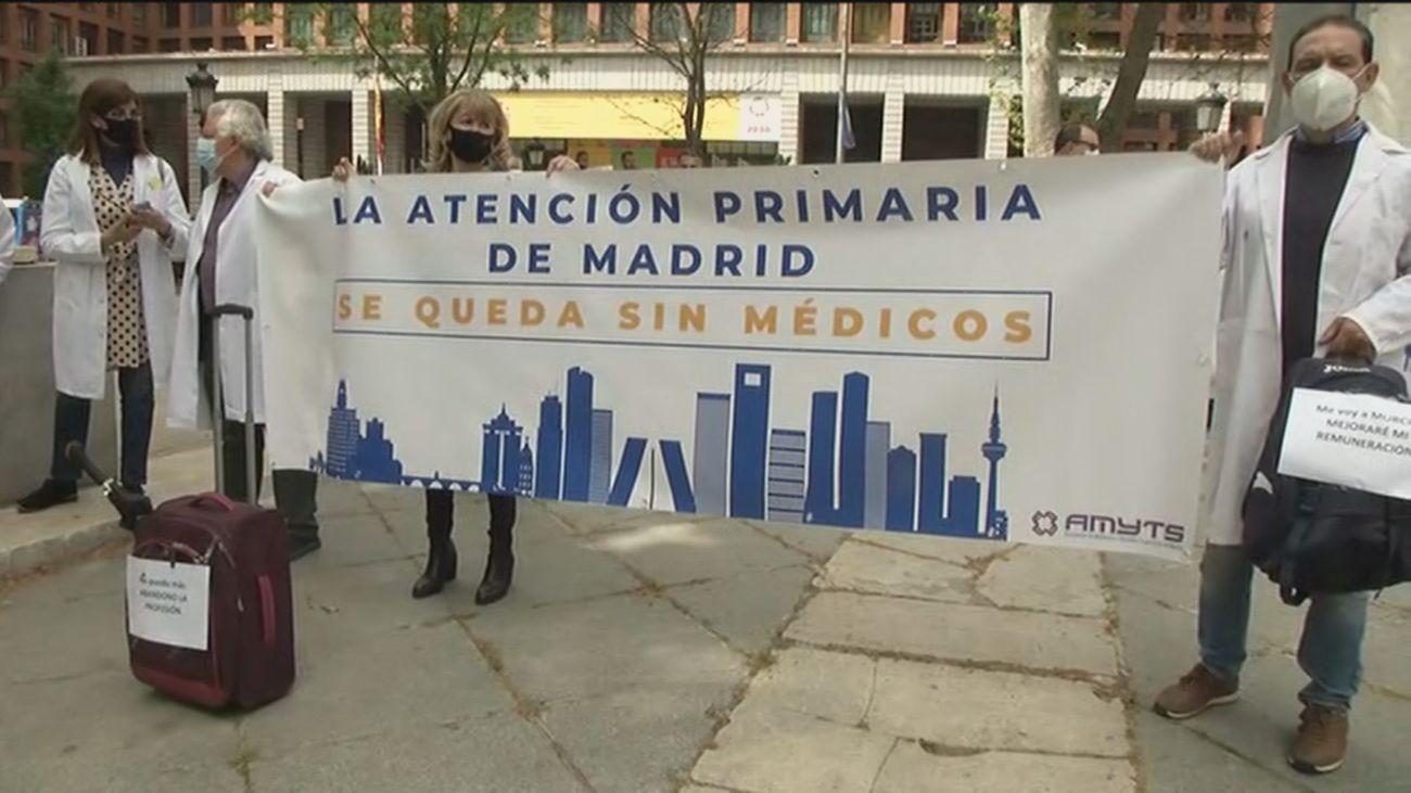 """Protesta de sanitarios contra el """"éxodo médico"""" en la Atención Primaria"""