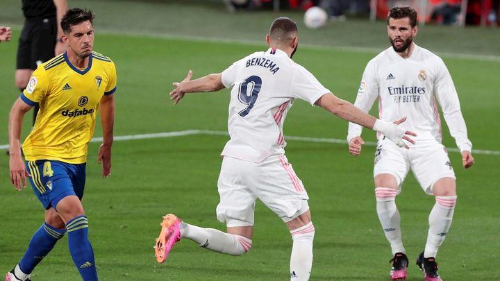 0-3. El Real Madrid se pasea ante el Cádiz con un estelar Benzema