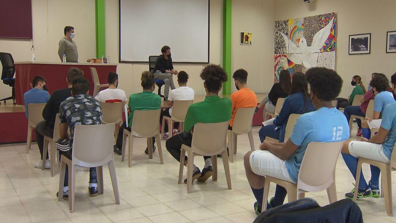 Aula de menores no acompañados en Brea de Tajo
