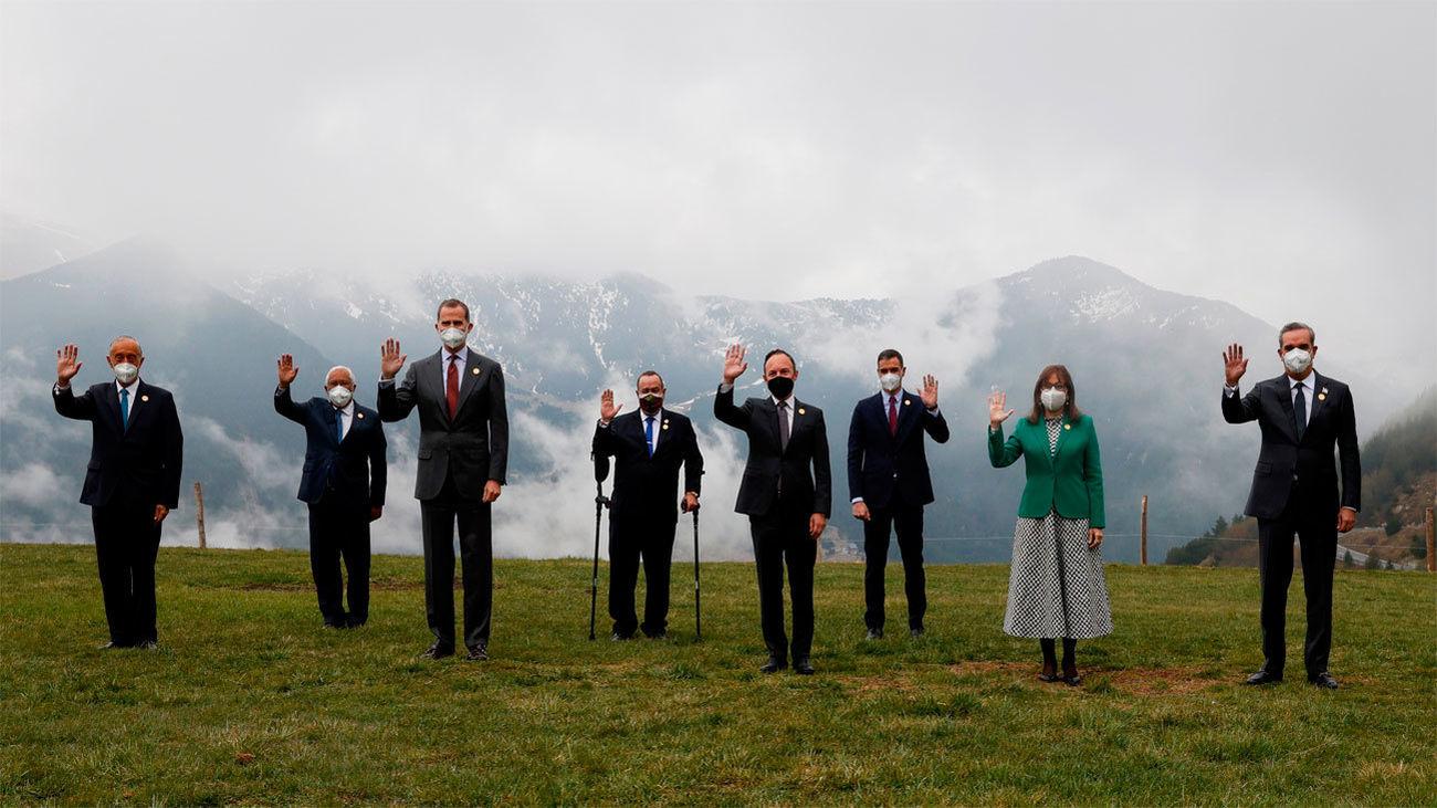 Una singular foto de familia en la Cumbre Iberoamericana de Andorra