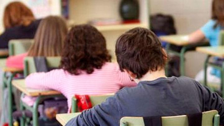 Los niños de entre 12 y 15 años podrían ser vacunados en los colegios
