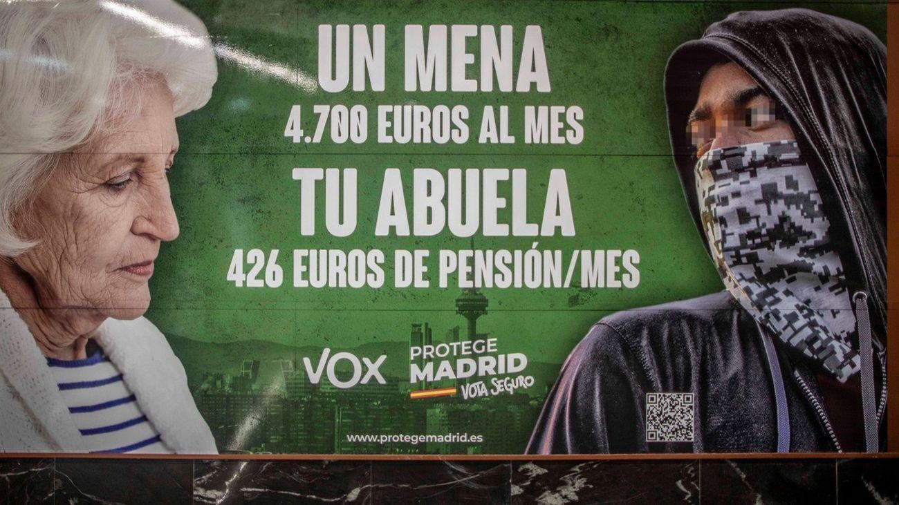 Publicidad electoral de Vox en una estación de Metro de Madrid