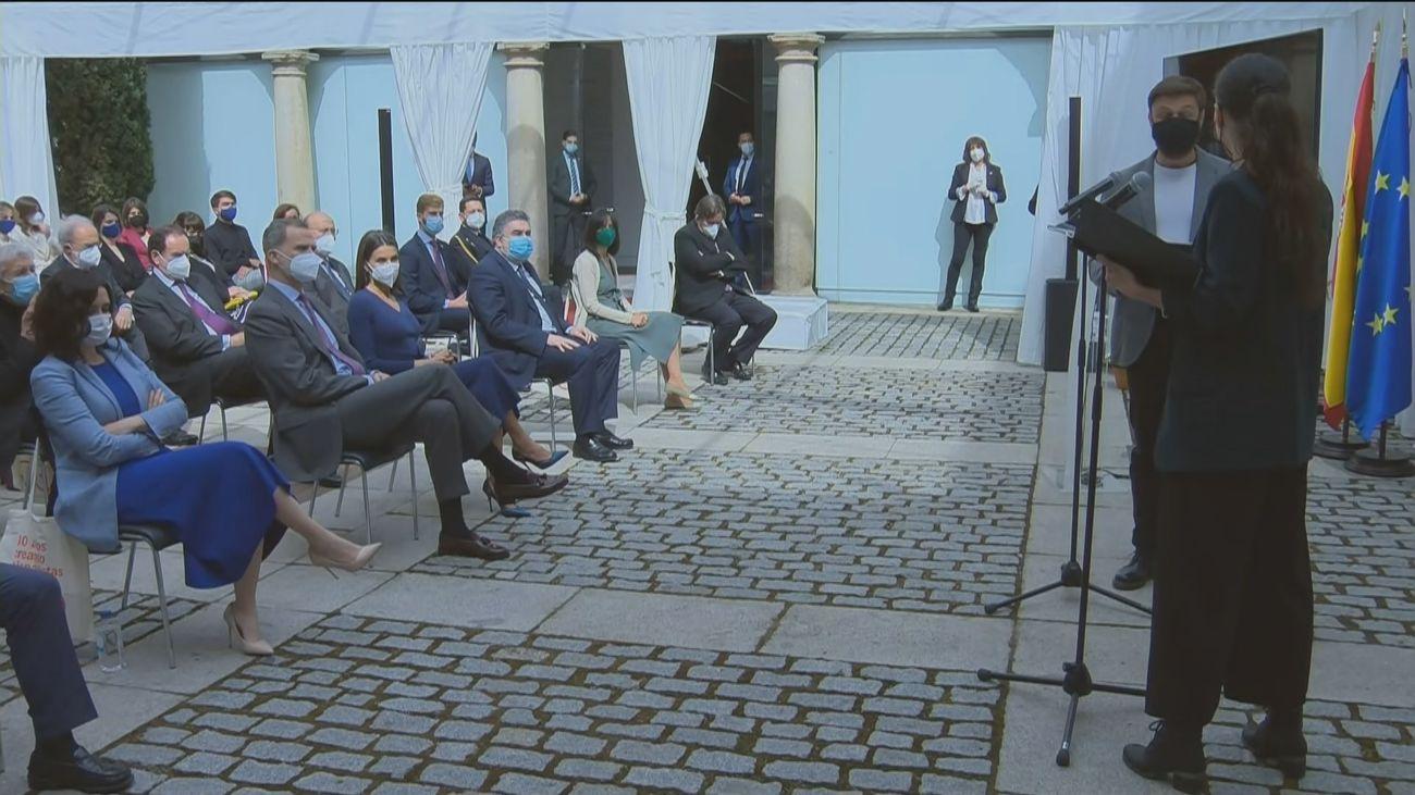 Los Reyes presiden en Alcalá de Henares el Día del Libro en un acto con protagonismo de la poesía
