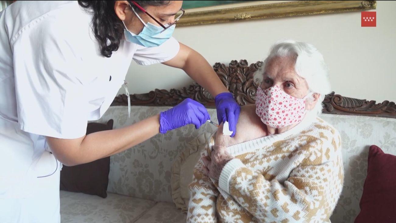 La vacunación con Janssen llega a los domicilios de los grandes dependientes madrileños