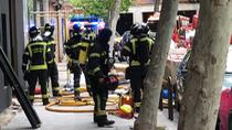 Un incendio en un local en obras en Prosperidad deja cinco atendidos leves por humo
