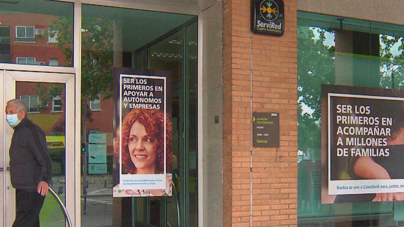 Más de 1500 trabajadores perderán su empleo en Madrid tras la fusión de Caixabank y Bankia