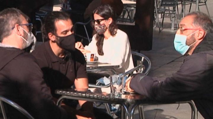 Los españoles cambian sus hábitos de consumo y salen menos a bares y restaurantes