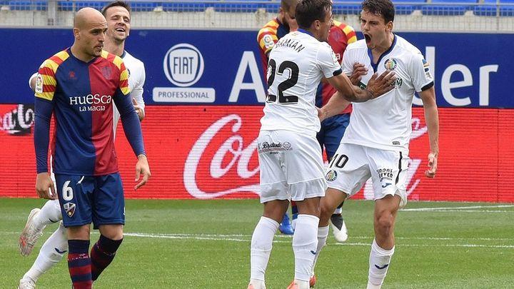 0-2. Un doblete de Enes Unal le da aire al Getafe ante el Huesca