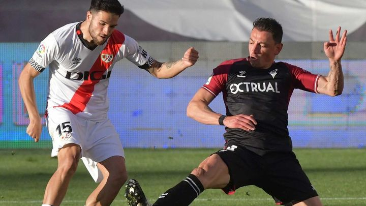 2-2. El Rayo rescata un punto con un jugador menos ante el Albacete