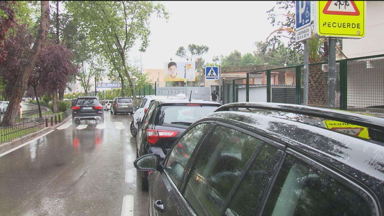Alerta en los colegios de Fuencarral para evitar robos con inhibidores a los padres que recogen a sus hijos
