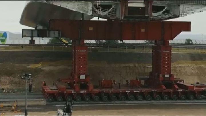 Así se instala el Puente de la Concordia con una descomunal grúa que mueve 2.500 toneladas