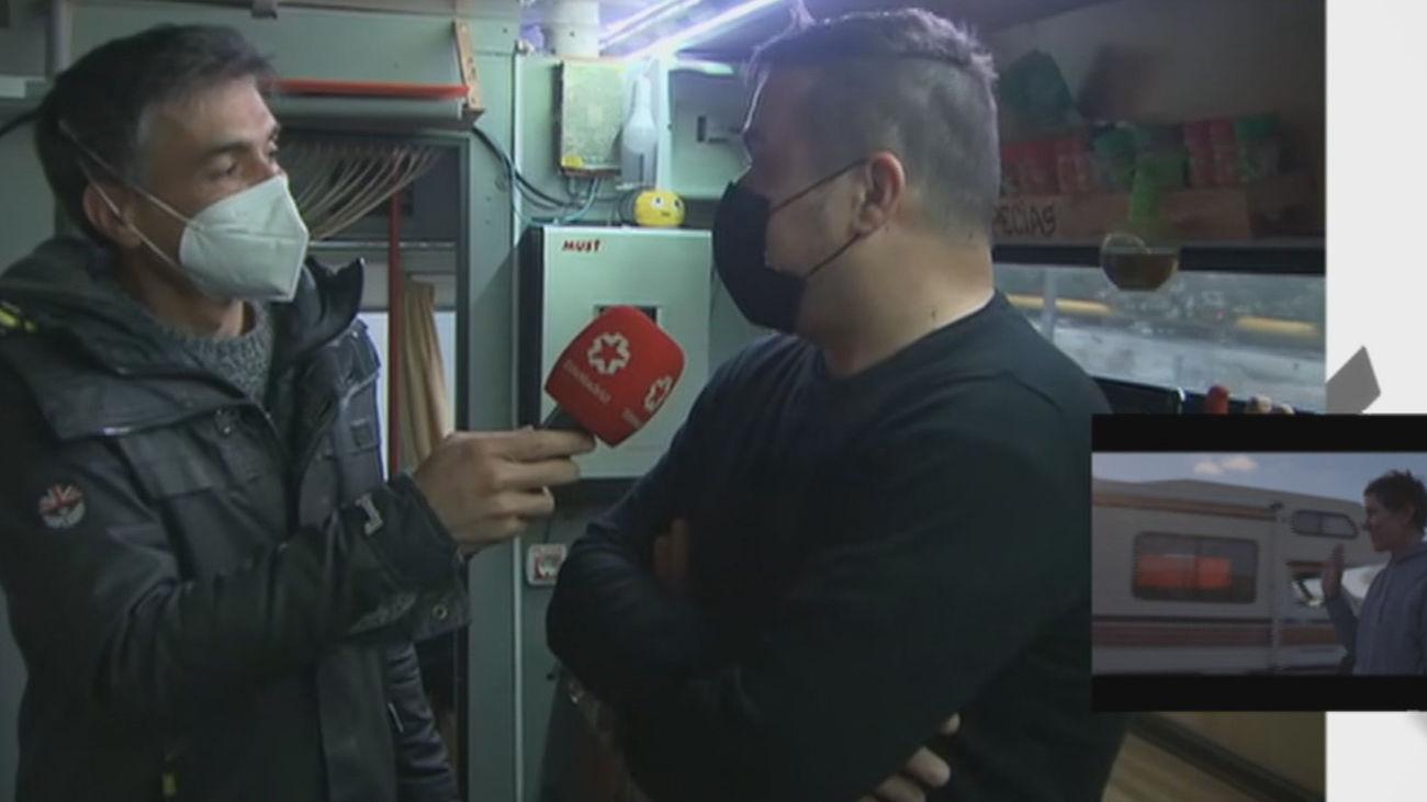 """El 'Nomadland' madrileño que vive en un autobús: """"La ventaja es que puedes encontrar trabajo en cualquier sitio"""""""