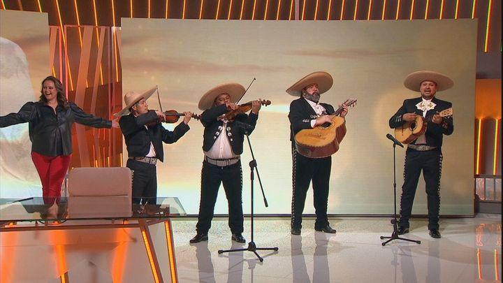 Sorprendemos a Shaila Dúrcal con unos mariachis interpretando 'Amor eterno', de Rocío Dúrcal