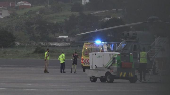 Trasladan a Tenerife a los tres supervivientes del cayuco con 17 muertos