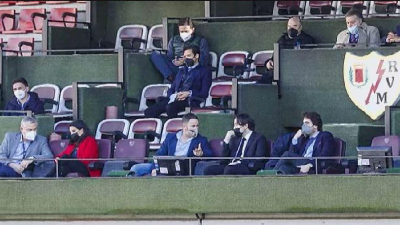 ¿Qué opina la afición del Rayo sobre la presencia de Vox en su estadio?