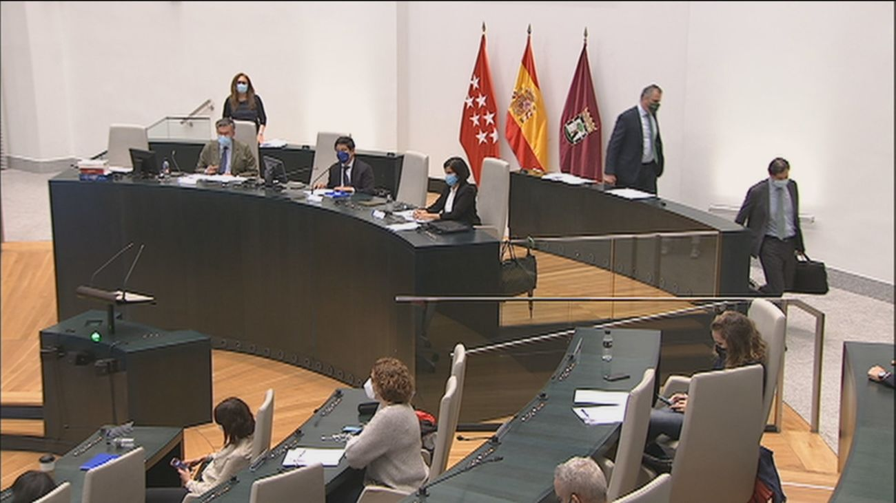 Ciudadanos y Vox abandonan un pleno del Ayuntamiento de Madrid sin unidad para condenar la violencia