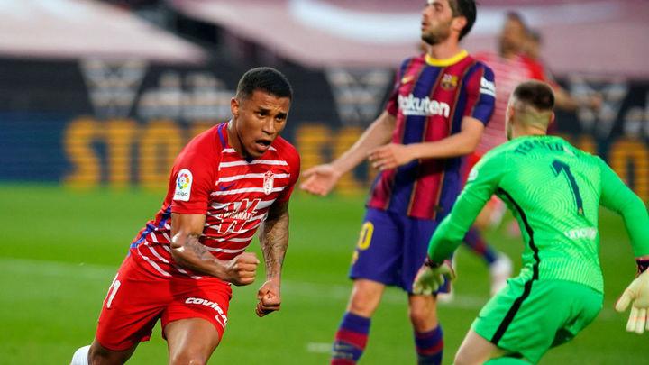 1-2. Batacazo del Barça ante el Granada y el Atlético sigue líder