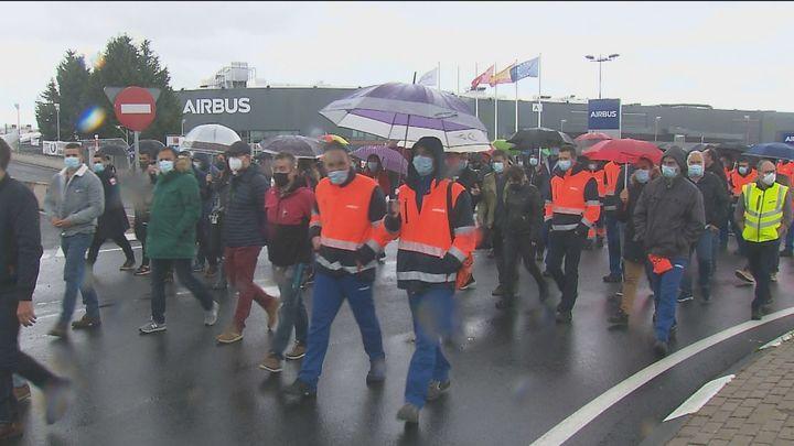 Los trabajadores de Airbus protestan por los despidos