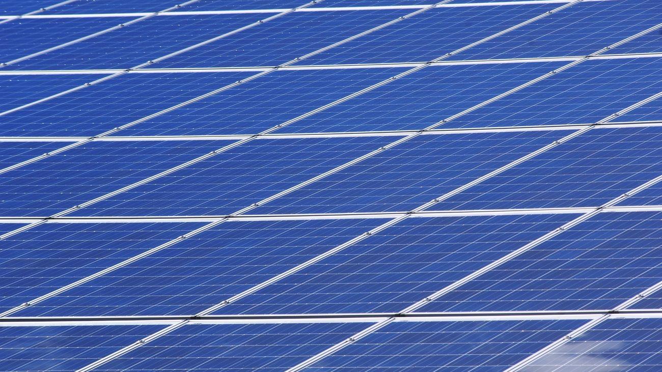 Alcorcón otorga ayudas municipales a los vecinos  para la instalación de  placas de energía solar en viviendas