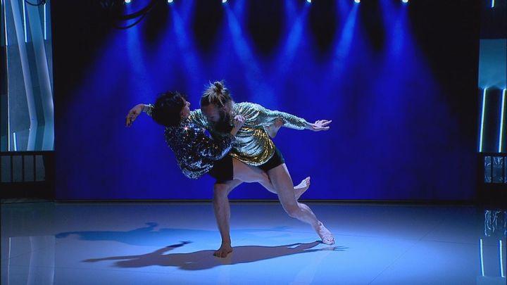 Melania Olcina y Arthúr Bernard Bazín danzan en el Telenoticias