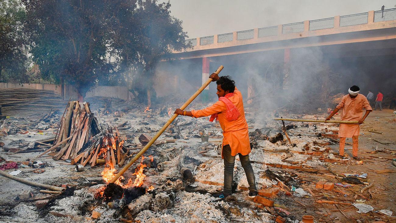 """El horror de la pandemia en la India desde dentro: """"La gente a tu alrededor, o se mueren o están infectados"""""""