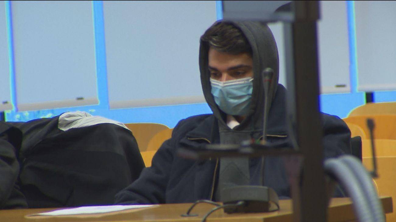 El 'caníbal de Ventas', acusado de comerse a su madre, durante el juicio
