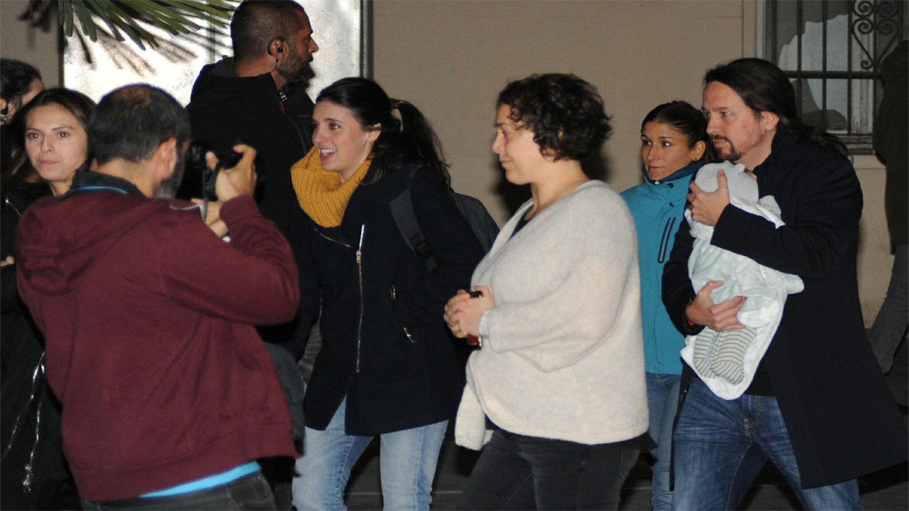 Teresa Arévalo con Irene Montero y Pablo Iglesias