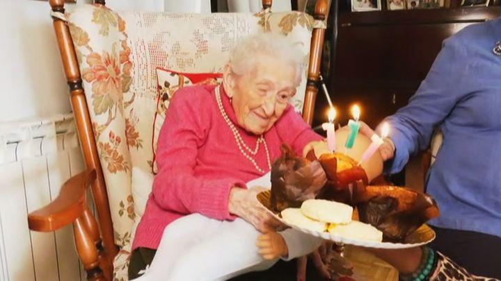 Felicitamos a la madre más longeva de Madrid