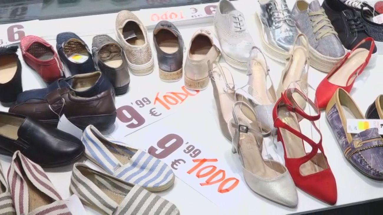 Calzado y complementos a precio de chollo en la calle del Carmen