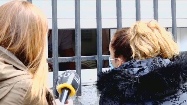 Una vecina de Puerta del Ángel se moviliza para echar a los okupas de su casa cantando