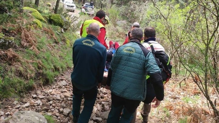 Rescatada una senderista que se fracturó una pierna en Cercedilla