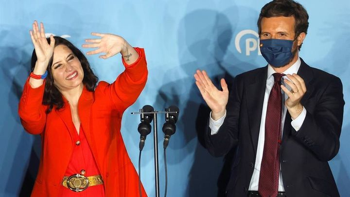 El PP celebra la victoria de Ayuso en la sede de Génova, por última vez