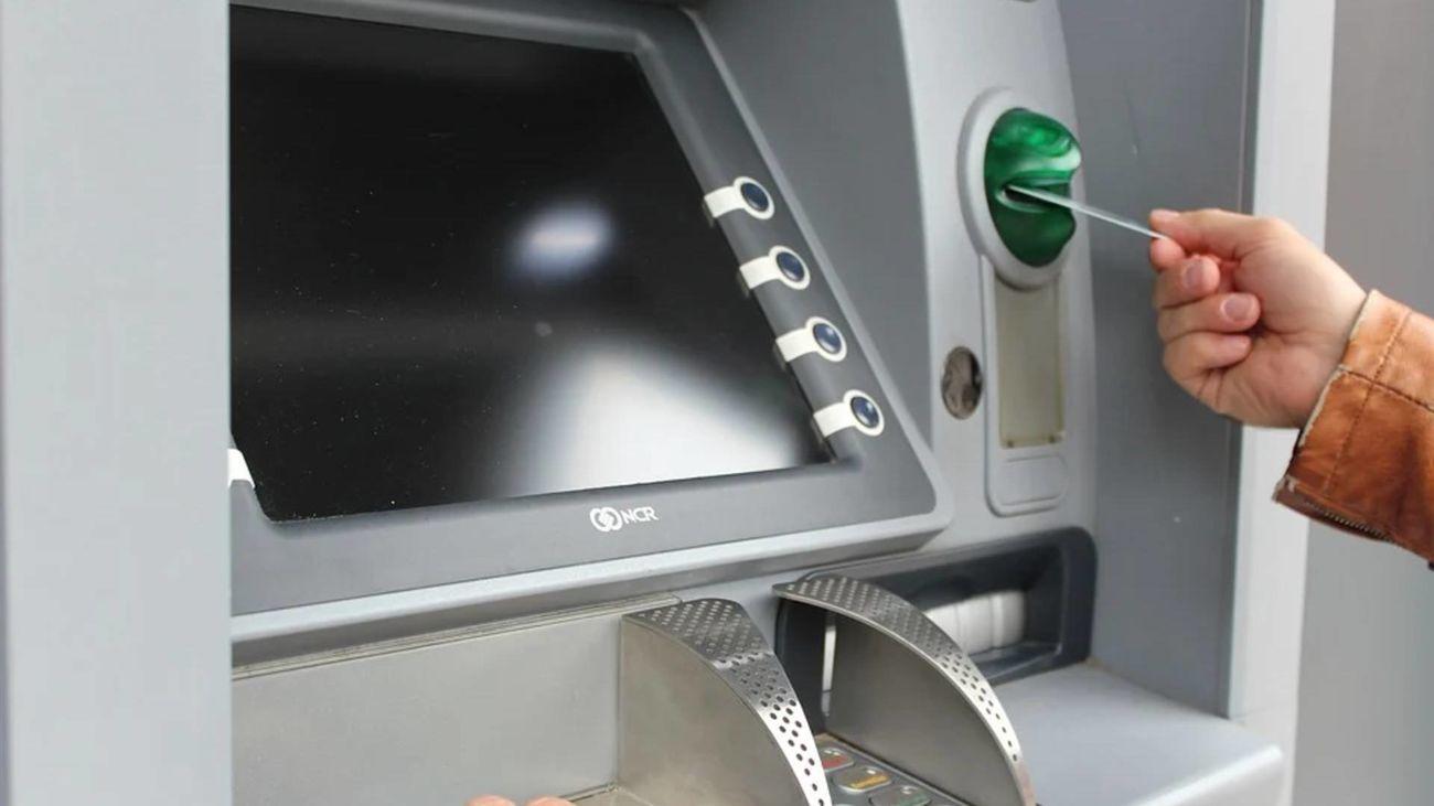 Estafaba a personas mayores en los cajeros automáticos