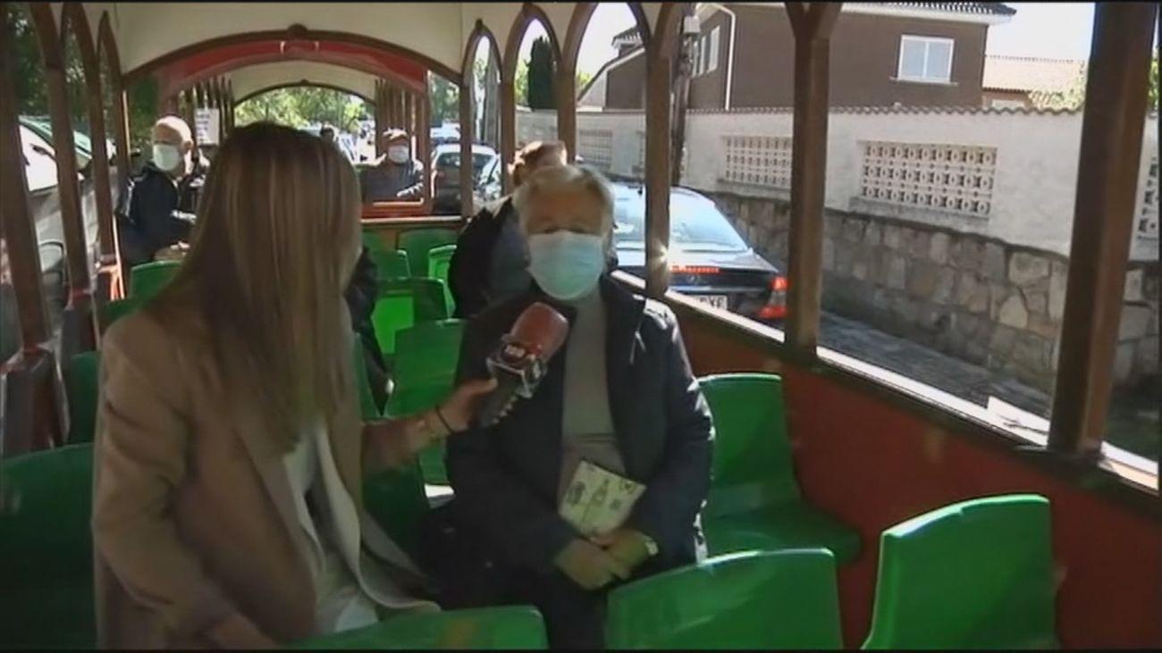 En Becerril,  a votar en tren turístico