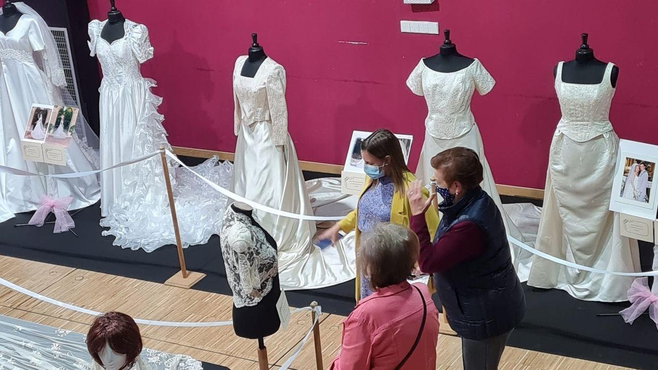 Exposición de vestidos de novia en Perales de Tajuña