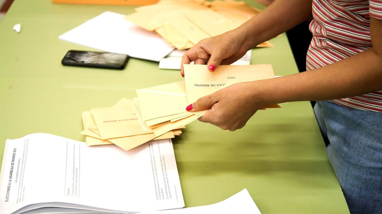 Recuento de votos en las elecciones del 4M en Madrid