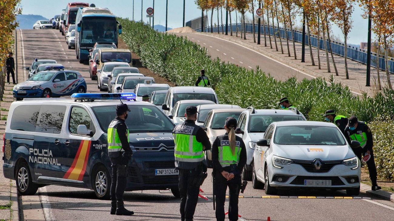 Un control de la Policía Nacional en una de las salidas Zaragoza