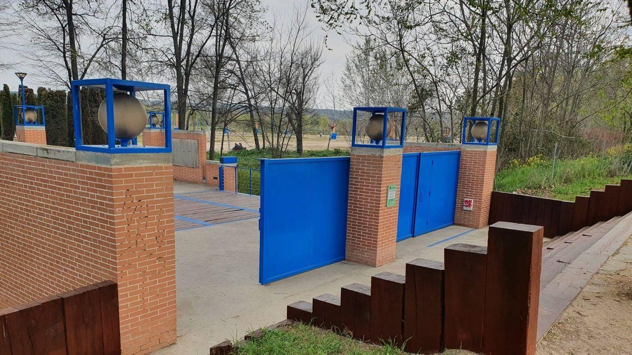 Alcalá acondiciona el mobiliario  urbano de los parques de Isla del Colegio y Sementales