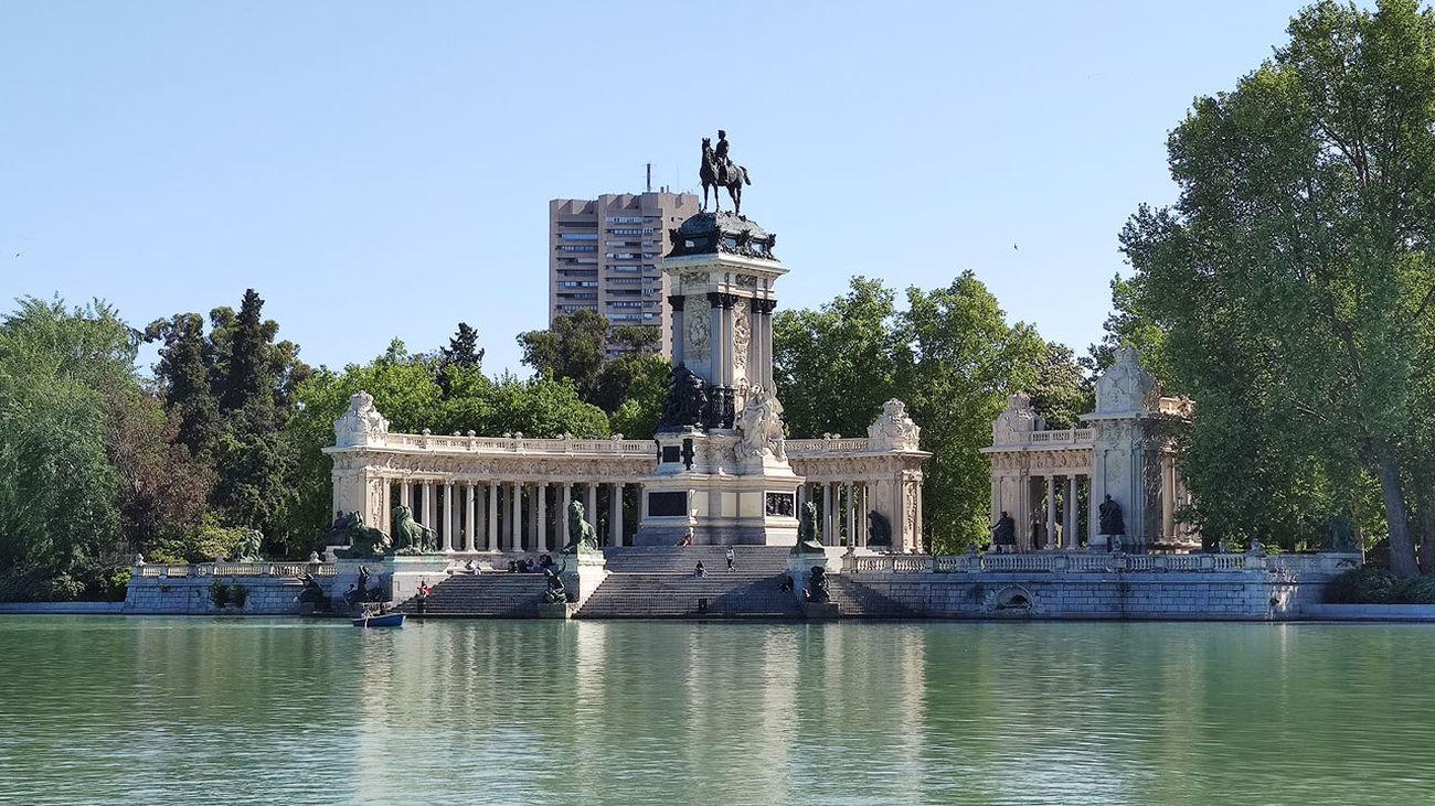 Monumento de Alfonso XII desde el paseo del Estanque. El Retiro